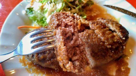 ステーキにもかかっている和風ソースがたっぷりかかったハンバーグランチ。