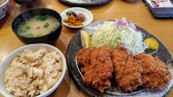 玉藤のランチ鶏かつ定食