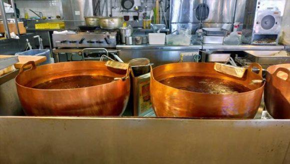 とんかつ玉藤の銅鍋