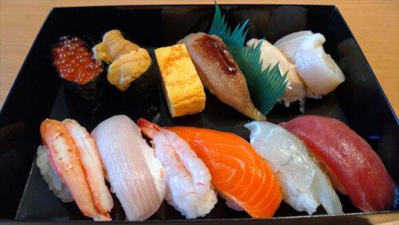 フードデリバリーサービスで注文した四季花まるのお寿司
