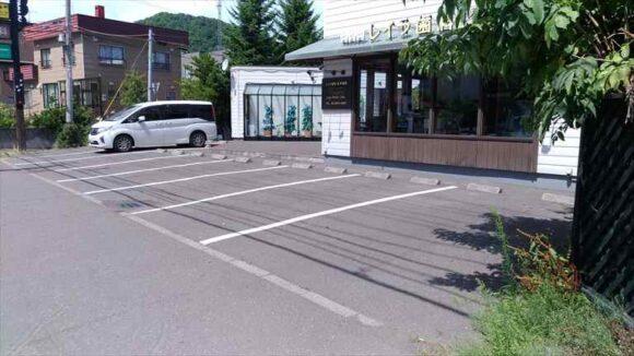 クロックの駐車場