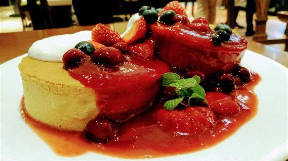 イシヤカフェのベリーのホットケーキ