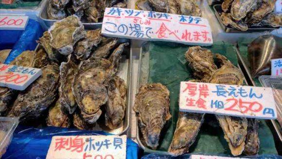 二条市場で牡蠣の食べ歩き