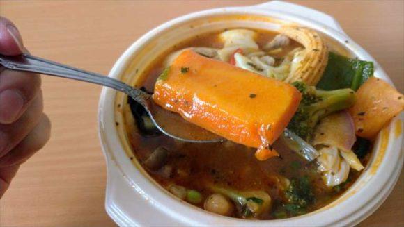 フードデリバリーサービスで注文した「とり野菜のスープカレー」
