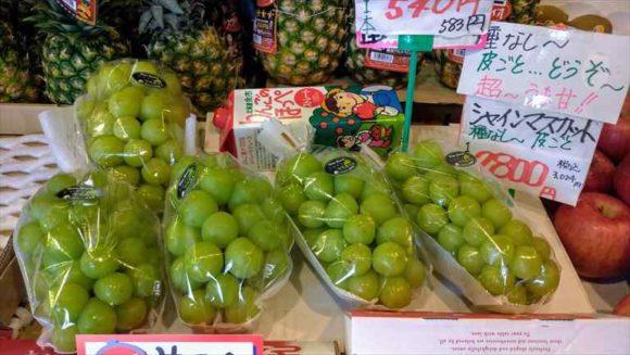 鱗友朝市の果物