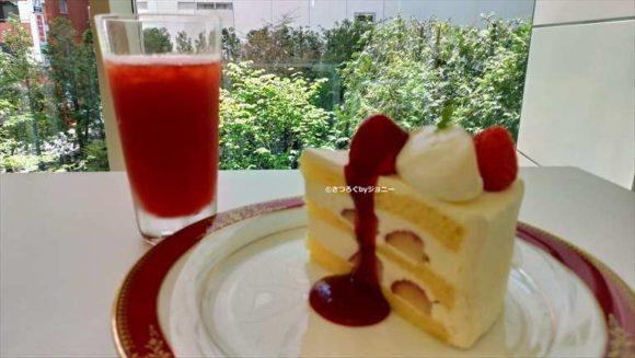 六花亭のショートケーキ&イチゴジュース
