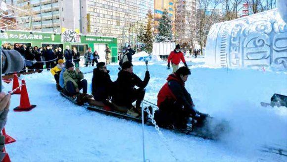 さっぽろ雪祭り「大通公園10丁目」ミニSL