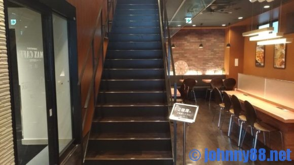 MAX CAFE札幌すすきの店エスカレーター