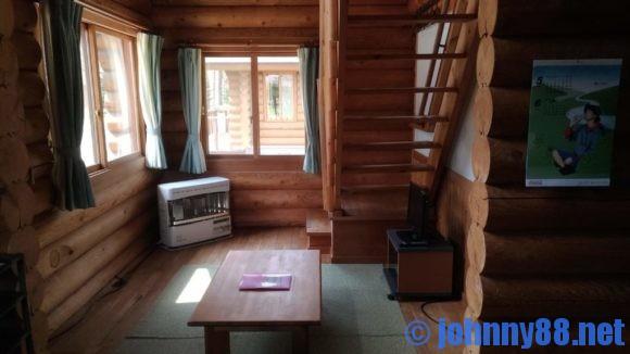オートリゾート苫小牧アルテンのログハウスリビングルーム