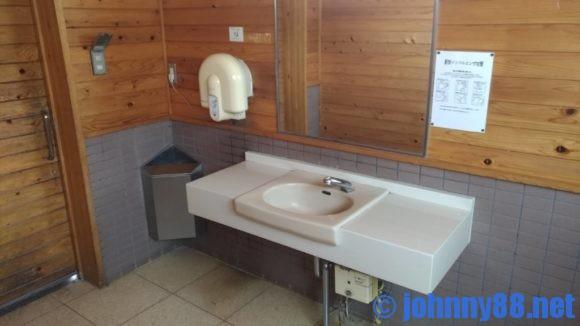 ポロトの森キャンプ場のトイレ