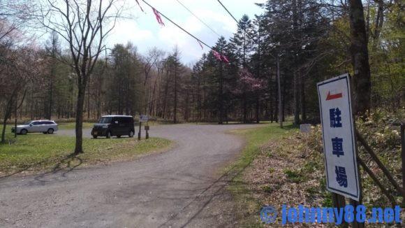 ポロトの森キャンプ場の駐車場