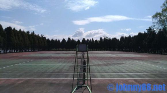 鶴沼公園キャンプ場のテニスコート