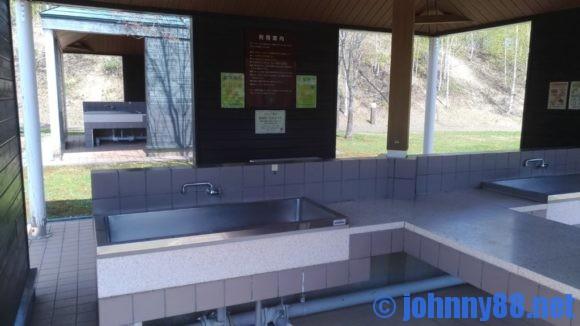 オートリゾート滝野キャビンAの共同炊事棟