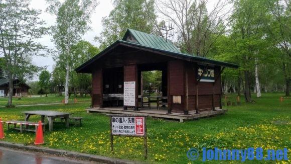 森林公園びふかアイランドフリーサイトの炊事棟