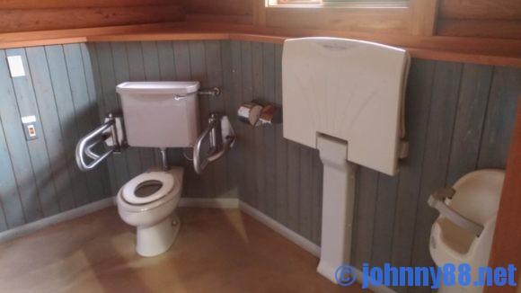 森林公園びふかアイランドのトイレ