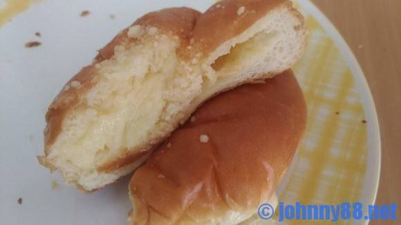 イソップベーカリーのクリームパン