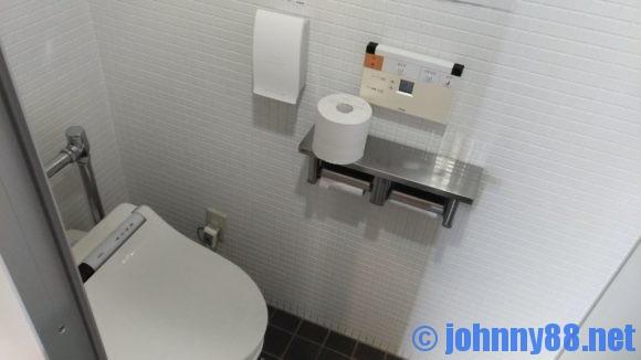 オートリゾート八雲のセンターハウス内ウォッシュレット式トイレ
