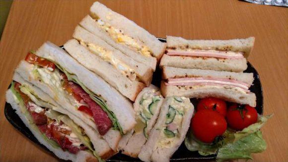 おかめやの食パンでサンドイッチ