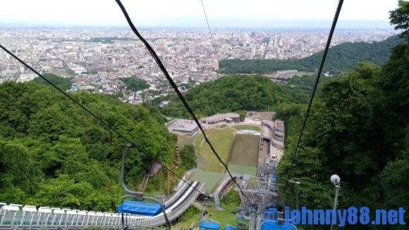 大倉山展望台の下りリフト