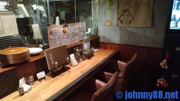 【カレー専門店】円山教授。店内画像
