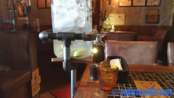 【カレー専門店】円山教授。店内のレモン水