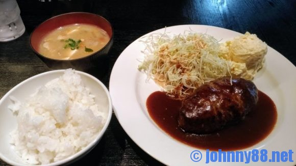 洋食マーシュ亭のビーフハンバーグ