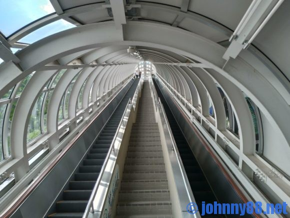 大倉山ジャンプ展望台行きエスカレーター