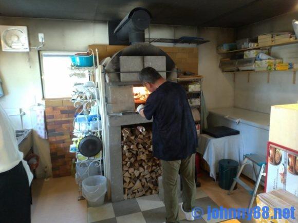 石窯焼グラッチェのピザ釜