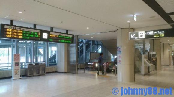 JR新千歳空港駅に通じる通路