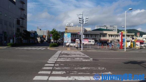 函館駅から出て右側に進んだ風景