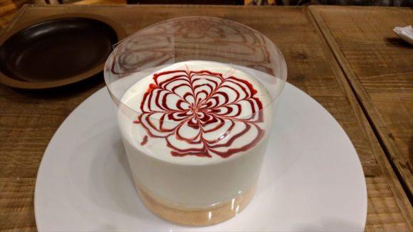 イシヤカフェのストロベリーパンケーキ