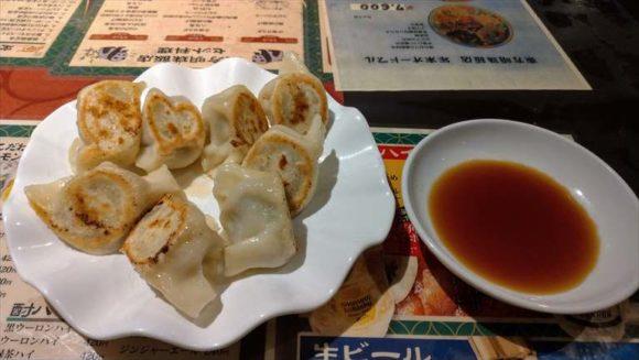 東方明珠飯店の焼き餃子