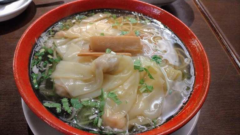 函館麺厨房あじさいのワンタン麺