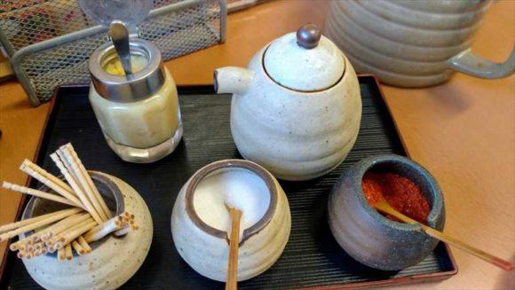 天ぷら徳家の卓上調味料