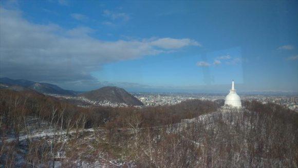 平和の塔と円山