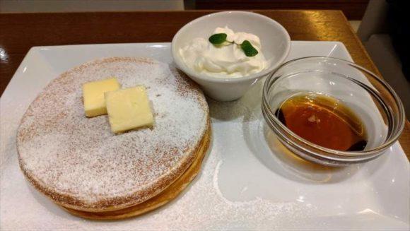 よつ葉バターとメイプルのパンケーキ