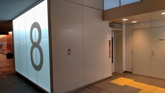 札幌駅前通地下歩行空間(チカホ)8番出口(北2条交差点)