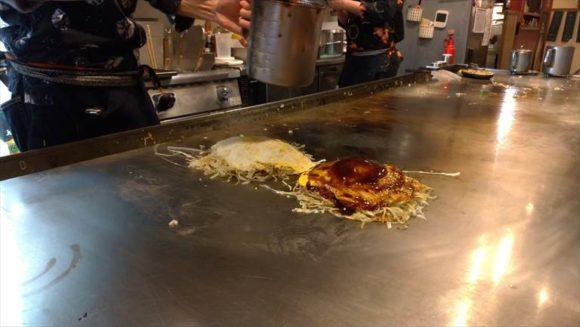 広島風お好み焼き ひなちゃんの調理風景