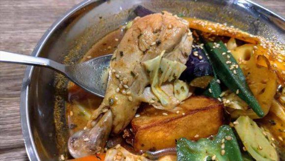 アジアンスープカレーべすのチキンカレー