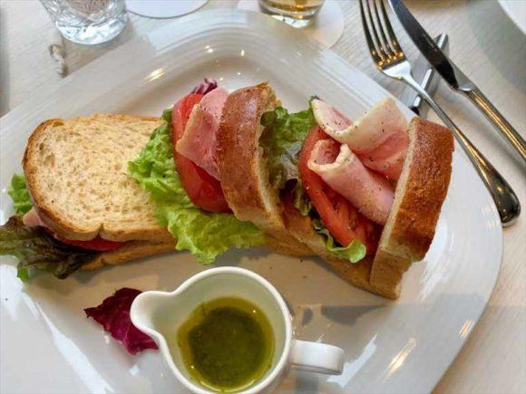 ANAクラウンプラザホテルカフェミナモのサンドイッチ