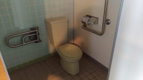 芝生サイトのトイレ