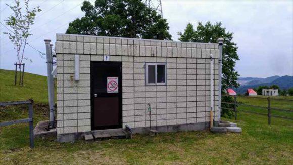 きじひき高原キャンプ場丘の上サイトのトイレ
