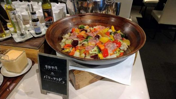 クロスホテル札幌ランチブッフェのサラダ