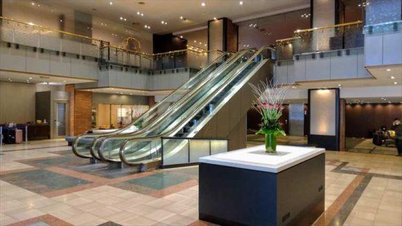 ANAクラウンプラザホテル1階エスカレーター