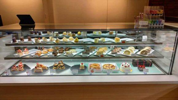 ANAクラウンプラザホテル1階カフェミナモのケーキ
