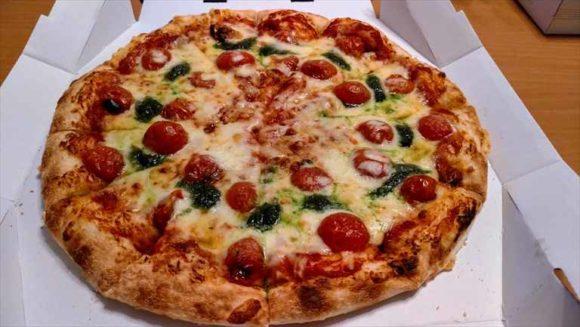 出前館で注文したピザ