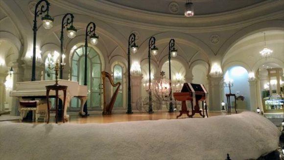 雪の美術館の音楽堂