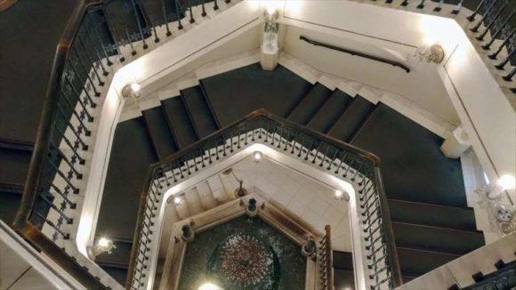 雪の美術館のらせん階段