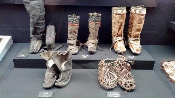 旭川市博物館展示のアイヌ衣装