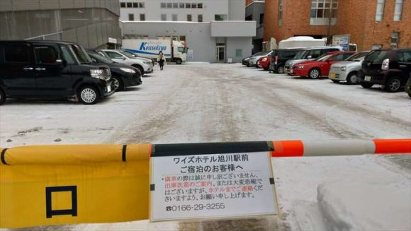 ワイズホテル旭川駅前の駐車場